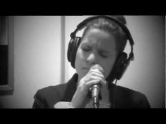 Mary Davis Jr. zingt God Bless the Child live in EERST JAAP, Radio 6